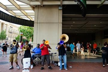 Brass Connection Entertains Washington Commuters