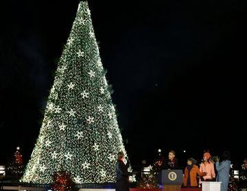Obama Family Lights 2012 National Tree