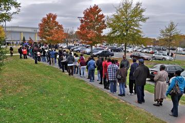 Early Voters Converge on Polls