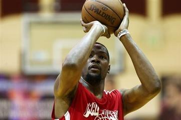 NBA Star Durant Scores 63 Points in Seattle Summer League Game