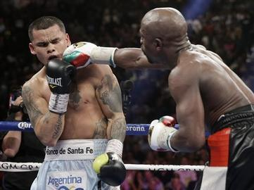 Mayweather Survives Maidana to Stay Perfect