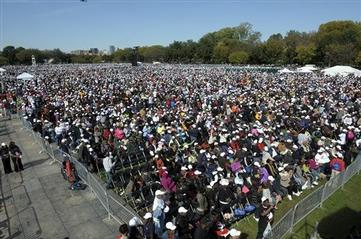 Thousands Gather on National Mall for King Dedication