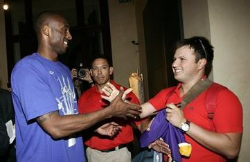 Kobe Still Being Pursued for International League as NBA Lockout Continues